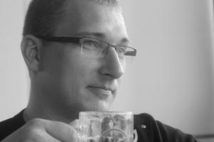 Kenneth nyter en Mythos, lokalt øl som kostet en slikk og ingenting